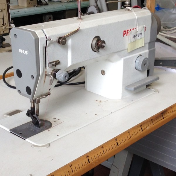 Macchina da cucire pfaff piana a rotella pfaff 1053 for Macchine da cucire usate